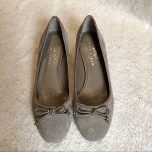 LORD and TAYLOR Suede Heels NEW Size 6